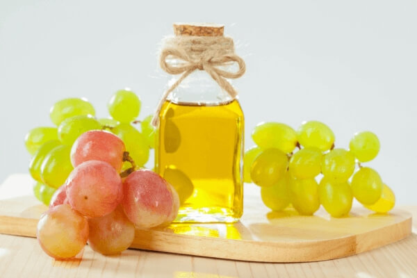 Benefits of Grapeseed Oil for Skin and Hair